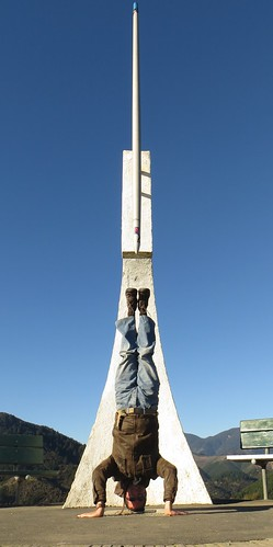 51. centre of new zealand headstand