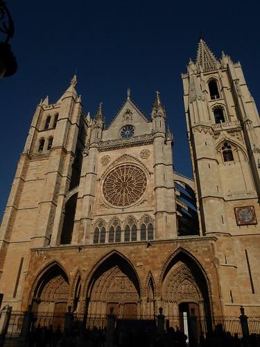 Facade, Santa Maria de Leon