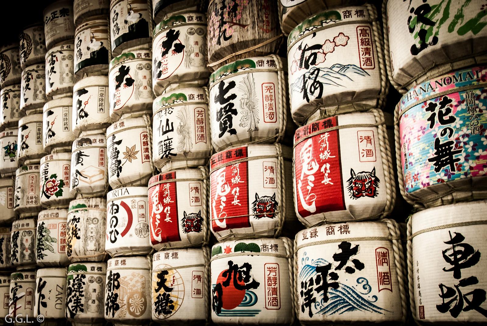 明治神宮。東京。酒の樽。