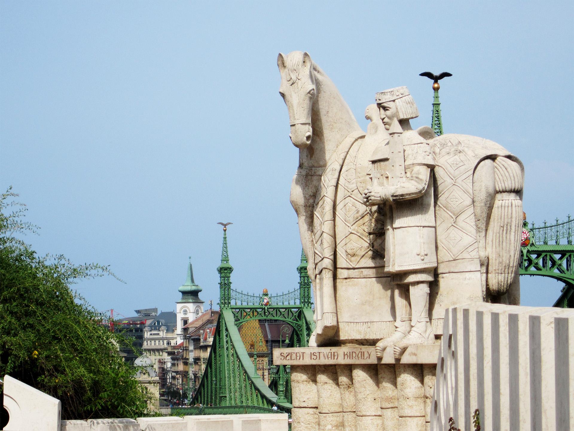 Statue, Chain Bridge, Budapest.