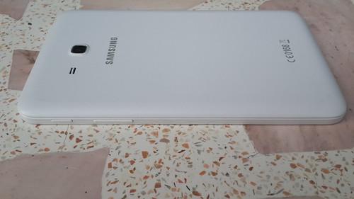 Samsung Galaxy Tab 3 Lite ด้านขวา