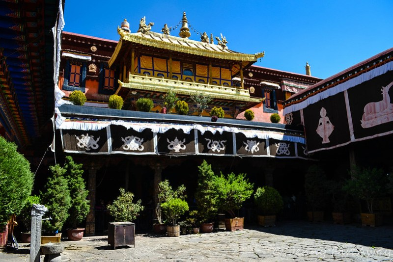 Courtyard at the Jokhang.