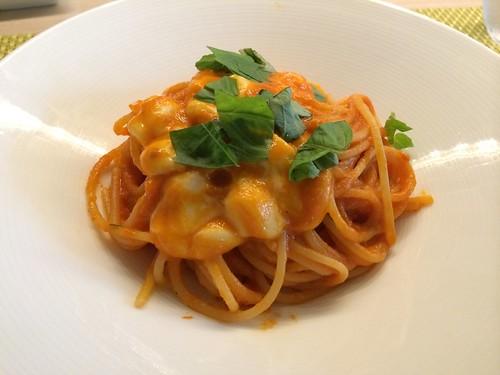 バジルとモッツァレラトマトソースのカプリ風スパゲティ@イル ヴィスキオ