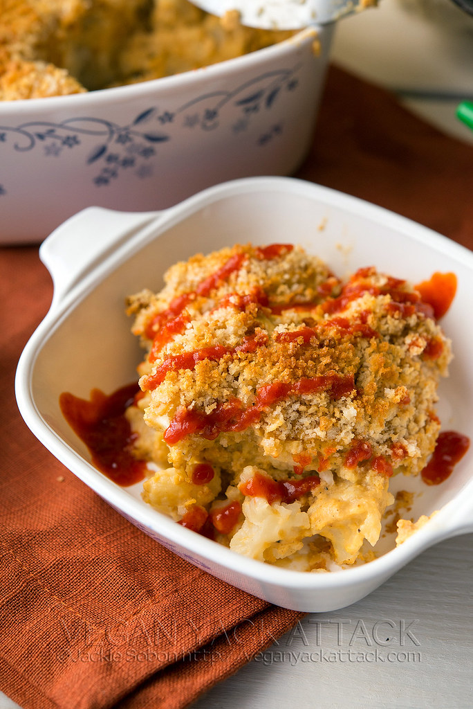 Spicy, creamy, and with a noodle-free twist! This Sriracha Cauliflower Mac n Cheeze by Randy Clemens is comforting, delicious, and totally plant-based.