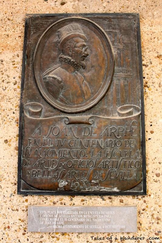 SEVILLA - Plaza del Cabildo -  Placa de Juan de Arfe y Villafañe