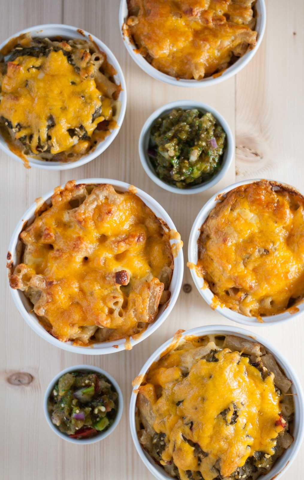 No roux mac and cheese with green chile salsa (and optional bacon)