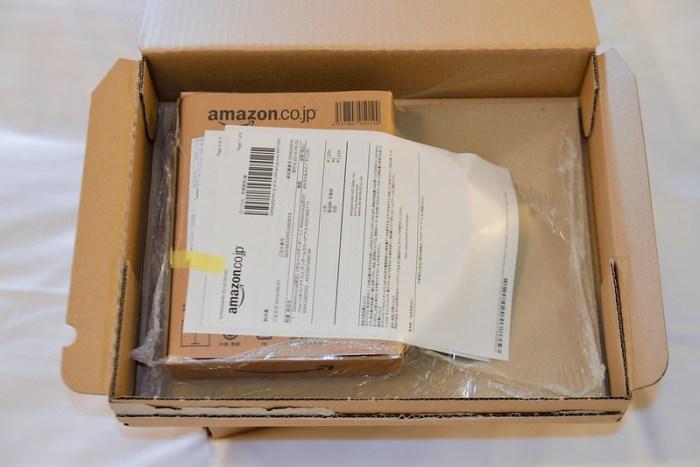 【日本 Amazon 封裝方式】盒子裡會用塑膠膜包起來,底部用雙面膠固定在盒子上,外面再貼上訂購單