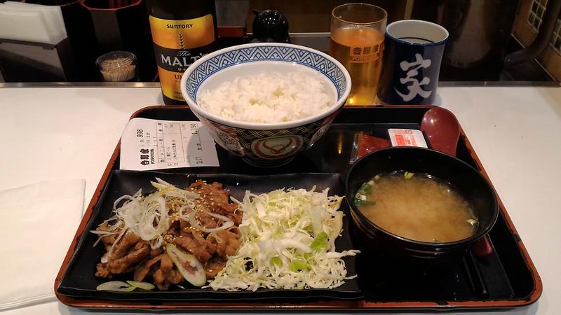 Dónde comer y gastronomía en Kioto (Japón) - Restaurante japonés Yoshinoya.