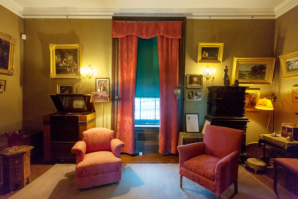 The Parlor with one of the first TV\'s in the left corner.