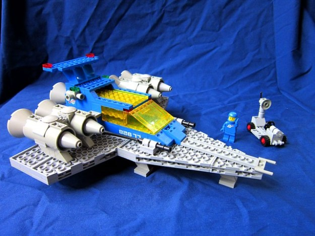 Upside-Down Classic Space Cruiser 826 77