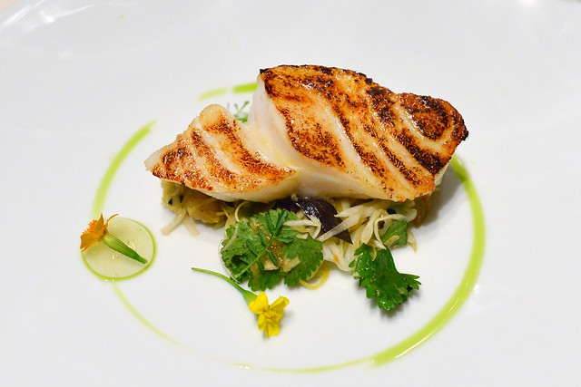 cod with thai salad of green papaya and sudachi