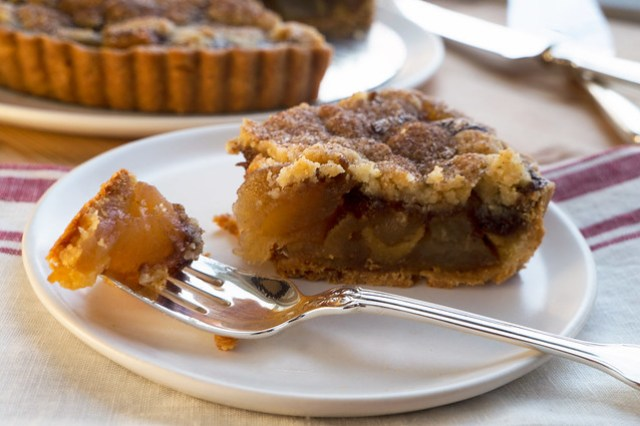 bouchon apple pie slice