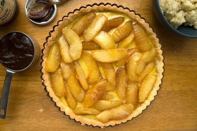 apple tart assembly