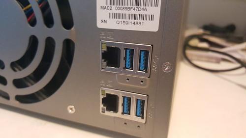 Gigabit LAN 2 พอร์ต และ USB 3.0 อีก 4 พอร์ต