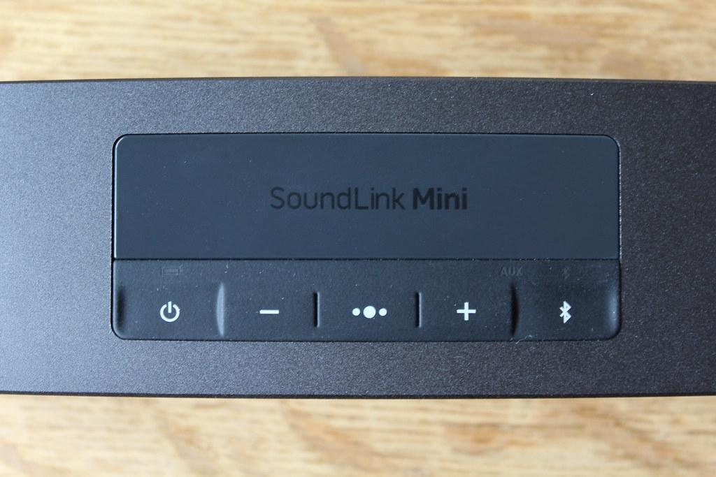 De indeling van de knoppen werd aangepast bij de SoundLink Mini II