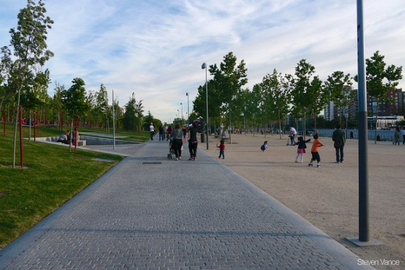 Riverfront highway buried under a new park in Madrid
