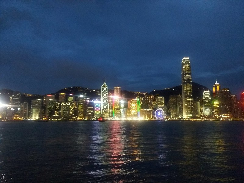 九龍から香港島を望む