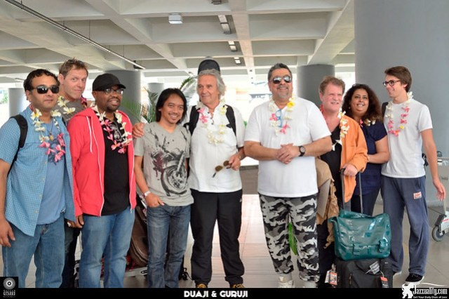 JohnMcLaughlin-at-airport-Agus-Wiryadhi-Saidi