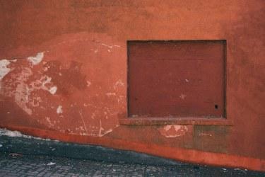 Red-Filled-Window-Grannan-Street