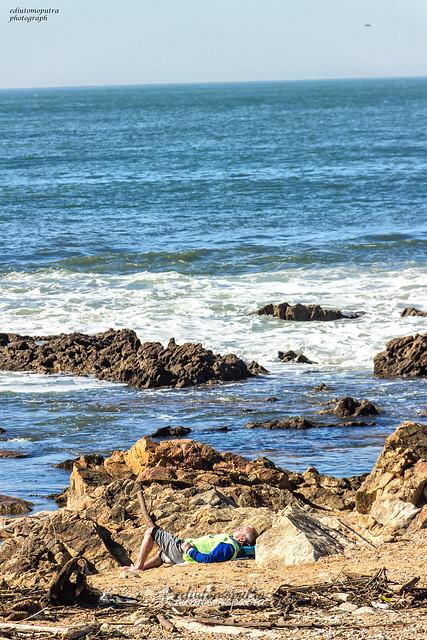 Sleeping man at beach, praia homem do lemme.jpg