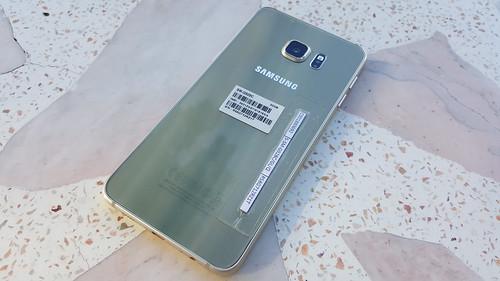 Samsung Galaxy S6 edge+ ด้านหลัง