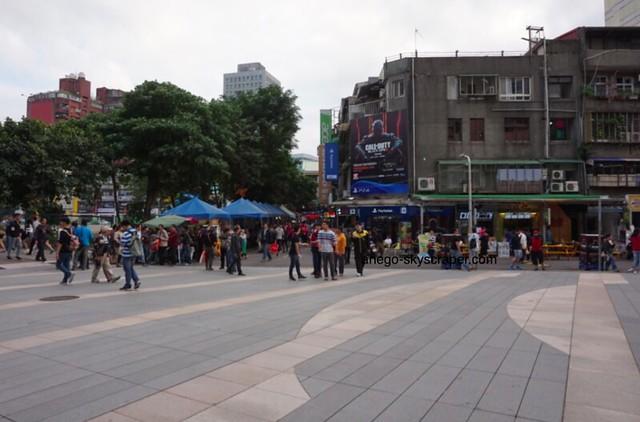 光華 広場