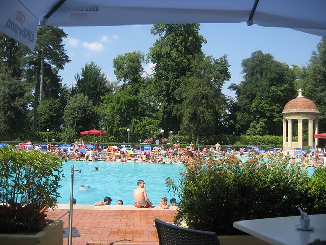 Family friendly swimming pools Florence: le pavoniere