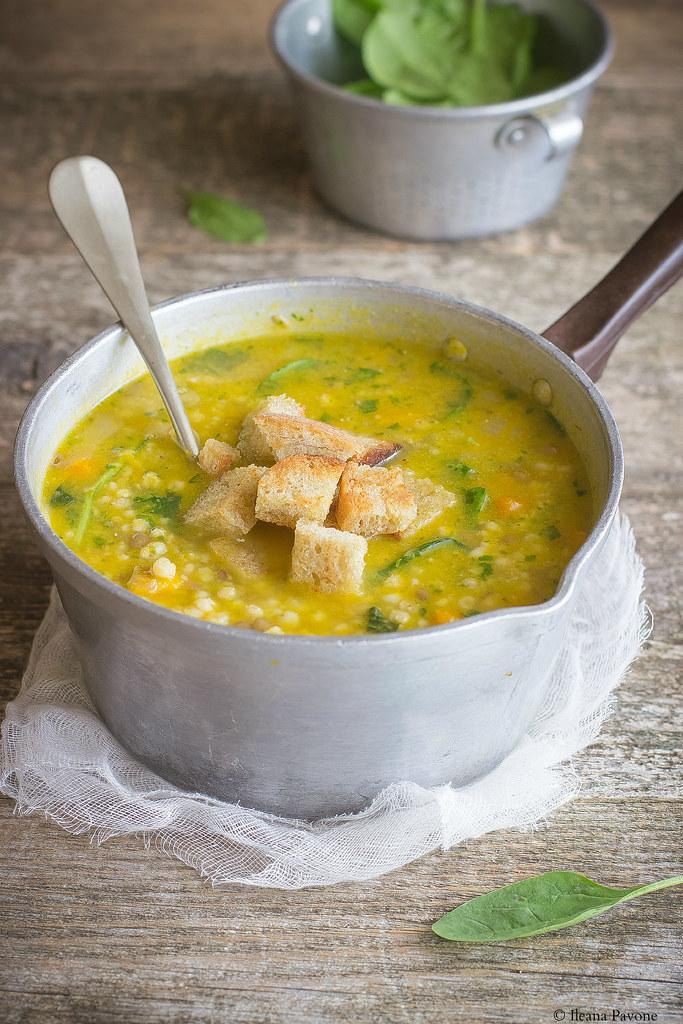 Zuppa di sorgo con zucca e spinaci