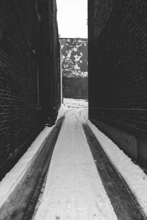 alleyway-in-the-snow