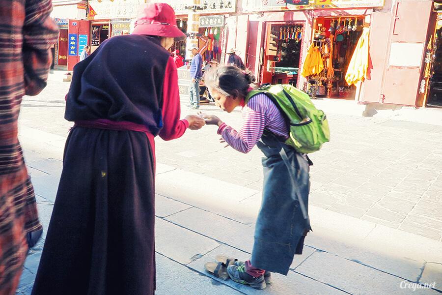 2015.12.09 | Tibet 西藏踢北去 | 尋找藏人真正的拉薩中心,被信仰力量震撼的大昭寺與舊城區 27.jpg