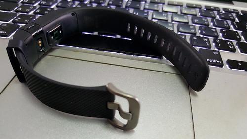 สายของ Fitbit Charge HR ก็คล้ายๆ กับนาฬิกาทั่วๆ ไป