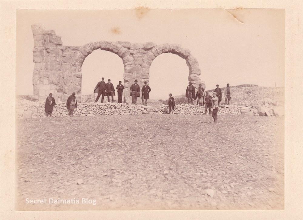 Visiting the ruins of Burnum