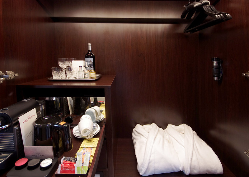 wardrobe - hotel vagabond singapore