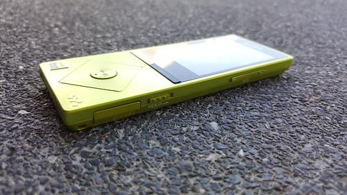 Sony NW-A25 ด้านขวา