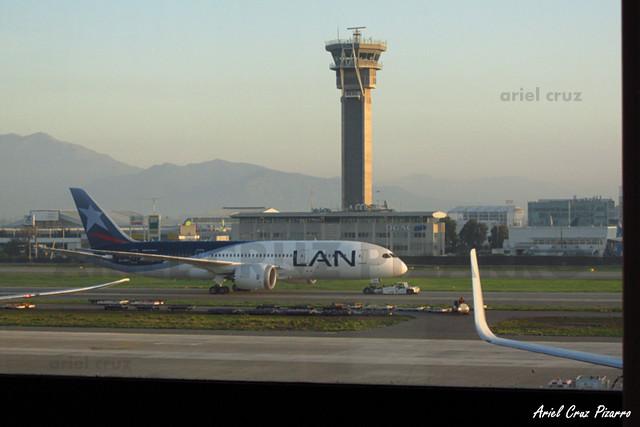 LAN Airlines - Santiago (SCL) - Boeing 787 Dreamliner CC-BBH