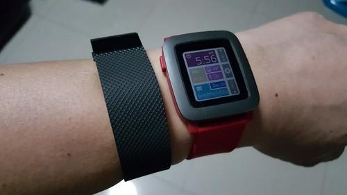 ใส่ Fitbit ร่วมกับ Pebble Time ได้อยู่