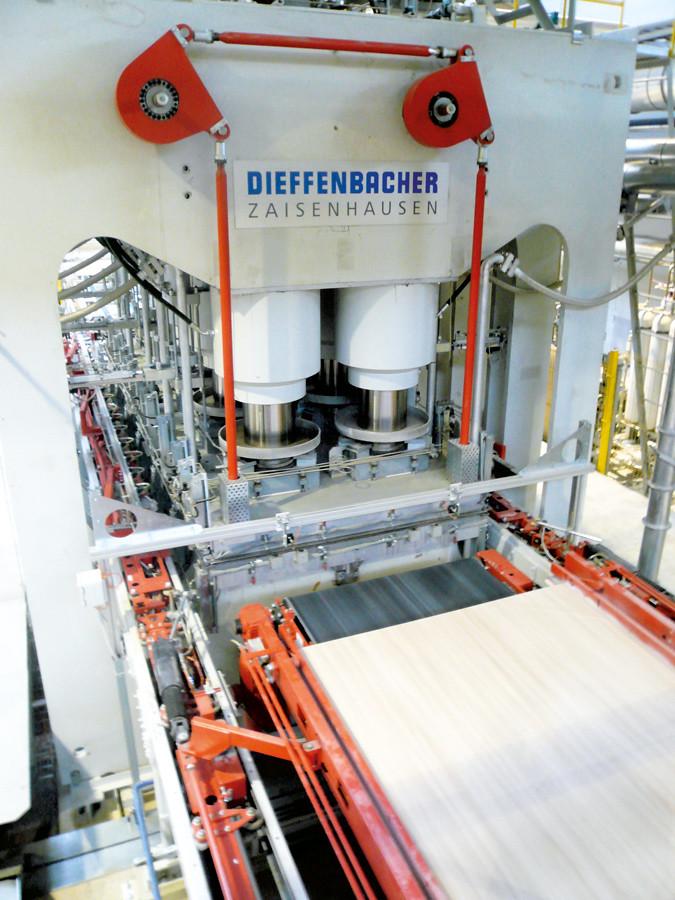 Пресс для ламинирования плит фирмы Dieffenbacher