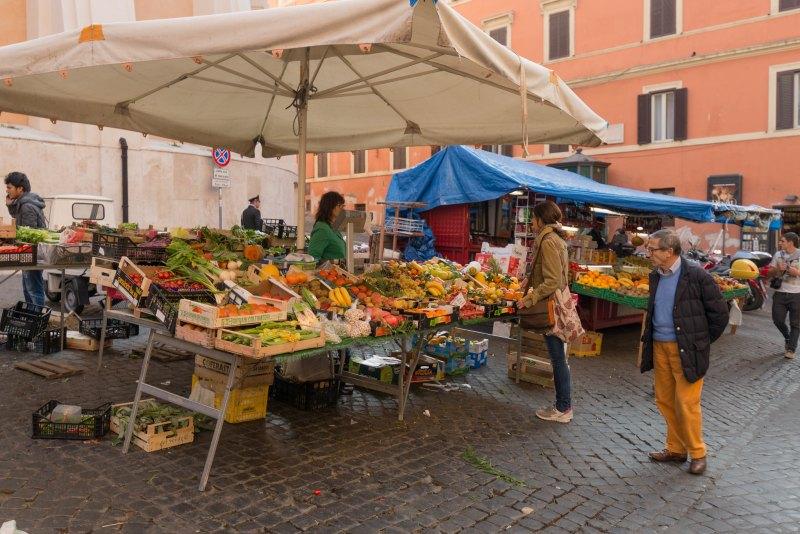 A colourful Roman fruit market