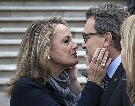 15j15 Helena Rakosnik da un beso a su esposo AM antes llegar TSJC Foto Gianluca Battista Detalle Uti 465