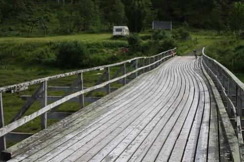 En utrolig spennende bro innerst i fjorden