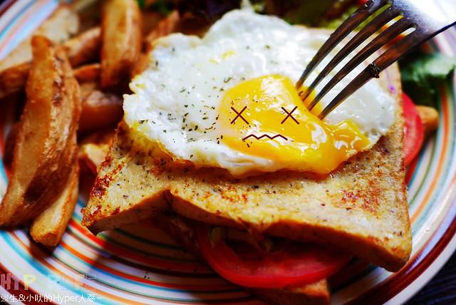 30127754566 5f180e2cf1 z - 【熱血採訪】逢甲商圈也有好地方可以鬼混啦~想吃早午餐快來『HUN貳』嗑上一道全新推出的美味早午餐吧!還有蛤蜊份量超級爆炸的好吃義大利麵讓人吃得津津有味~