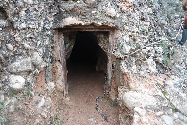 Entrada a la cueva de Fuentemolinos