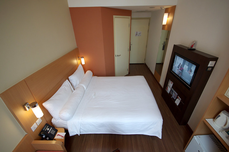 standard queen room - ibis singapore novena