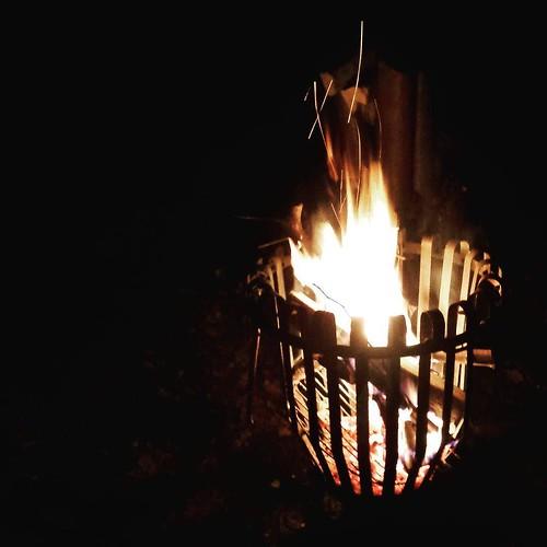 Afsluiting van het loopjaar met een loopje en daarna cava, warme chocomelk, cake aan de vuurkorf #nevernotrunning #iloverunning #instarunners #trail #nightrun #heidejoggers #vuurkorf