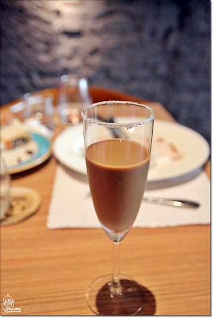 20782023055 5c7ab9f06d z - 『熱血採訪』南屯區威尼斯歐法料理-低調奢華,隱身在住宅區內的巷弄平價歐法料理,西班牙伊比利豬八分熟粉嫩鮮甜多汁。(已歇業)
