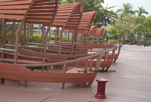 香港仔海浜公園の船型のベンチ