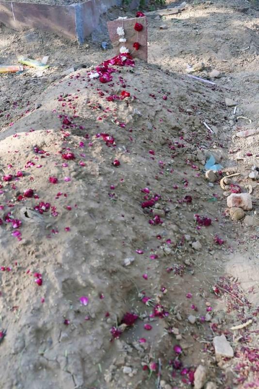 City Moment - Remembering Meraj Ahmed Nizami at His Grave, Panj Peeran Qabristan