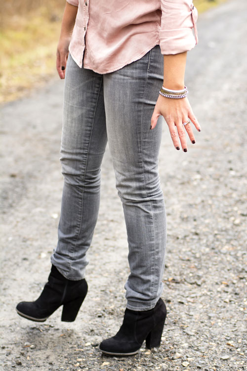 10-aeo-shirt-hm-grey-skinny-jeans-zara-black-booties
