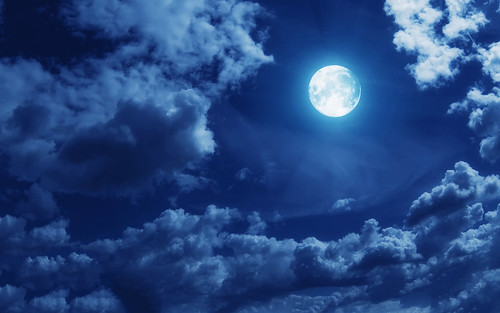 7040699-clouds-full-moon