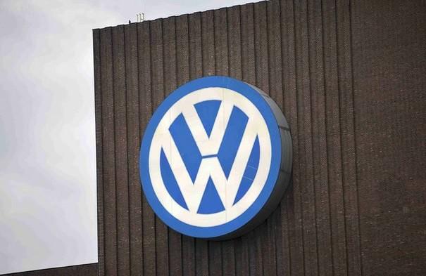 Fiscales alemanes allanan sede de Volkswagen